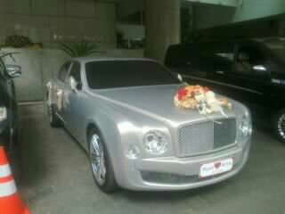 Rental- mobil- mewah- Bentley-pengantin-wedding car